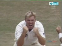 Shane Warne *Magic Ball* to Chanderpaul - Can a ball actually turn more ???
